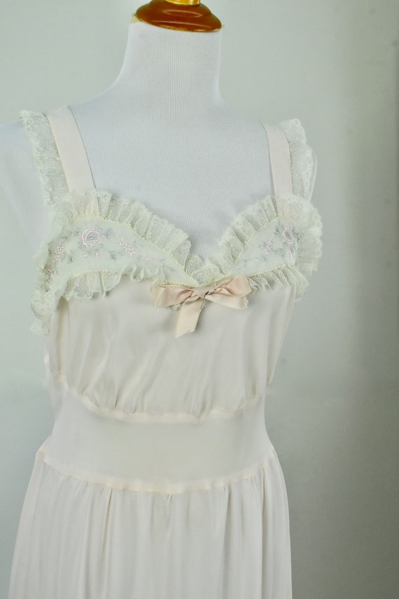 1950s Barbizon Ballerina Style Embroidered  Lace N