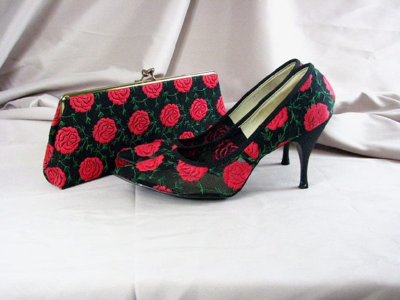 5a38db6d4d4e4 1950/60s Matching Clutch and Stiletto Heels / size 9 1/2 ............  Striking Embroidered Red Roses on Black