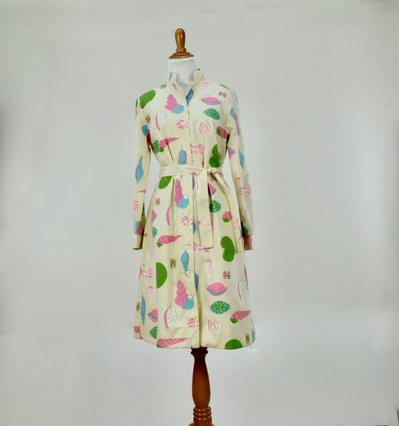 1960/70s VESTED GENTRESS  Candied  Sea Shell Butto