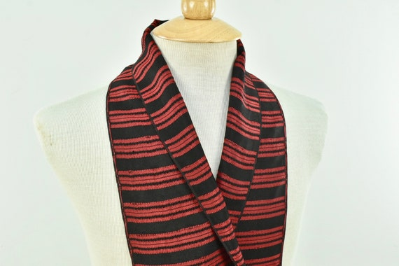 1930/40s Men's Woven Silk  Coat Scarf in Red & Bl… - image 3