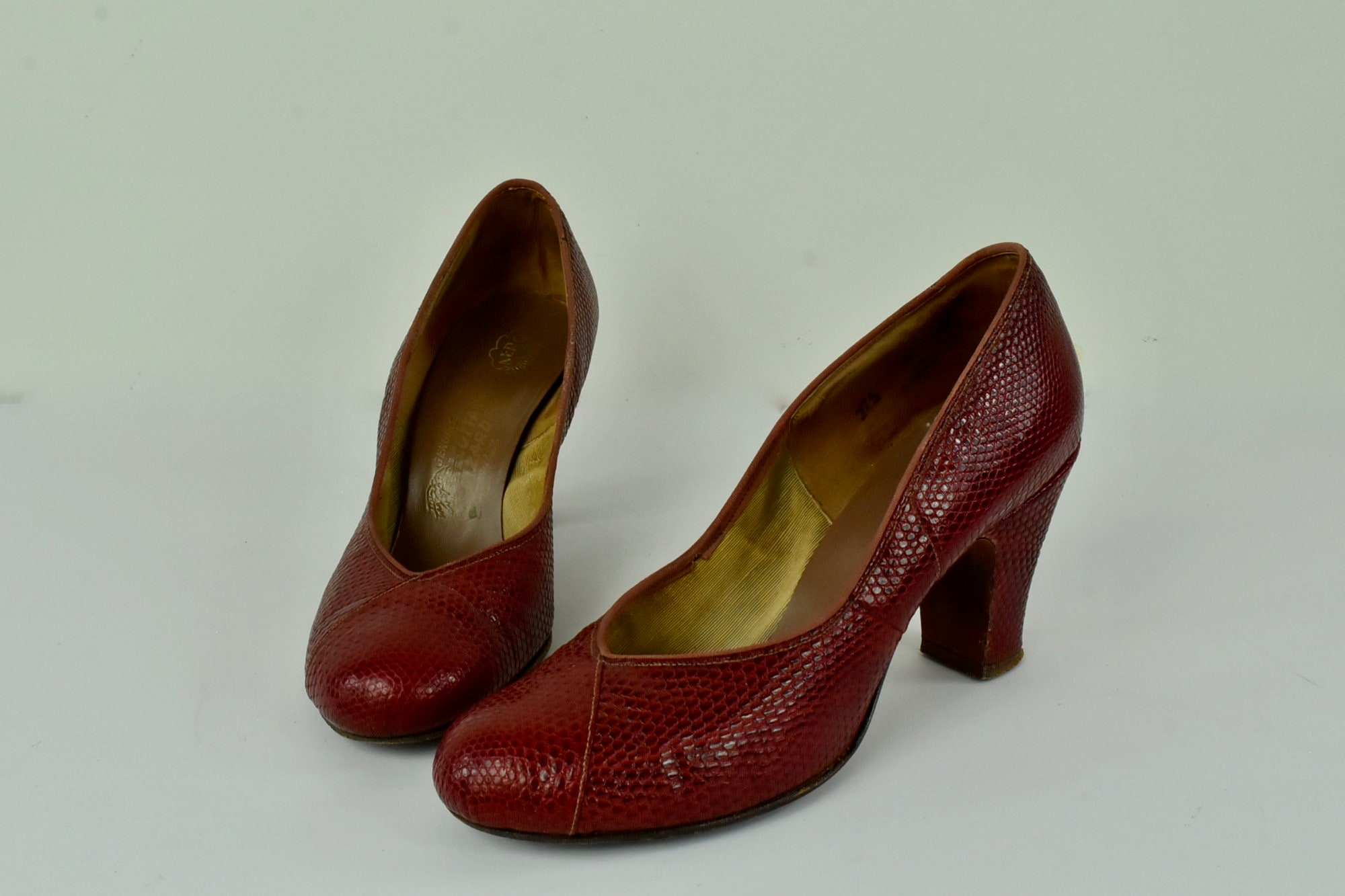 1930s Handbags and Purses Fashion 1950S Red Lizard Heels ... Sensational ...perfect For 1930-50S Fashion........size 7 5 $0.00 AT vintagedancer.com