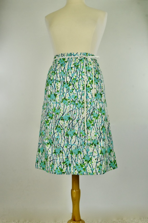 1960/70s VESTED GENTRESS  Summer  Blue Floral Skir