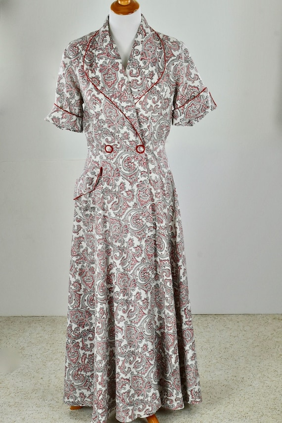 1940/50s Red PAISLEY Print Rayon  LOUNGING Gown...