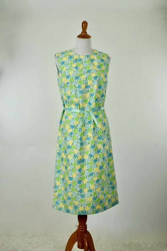 1960/70s VESTED GENTRESS  Summer Dress of TULIPS .