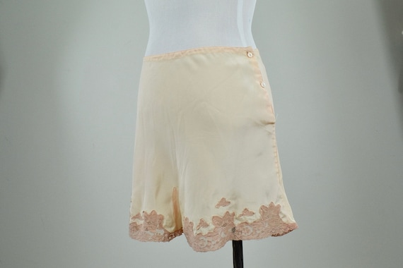 1920/30s Blush Silk Crepe Tap Pants with Lace / si
