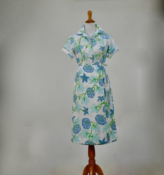 1970s VESTED GENTRESS  2 piece PERIWINKLE  Floral