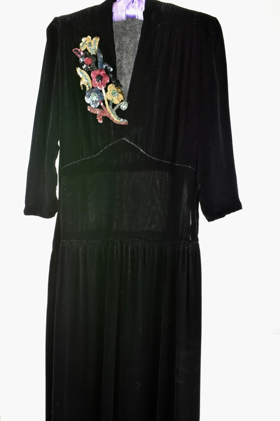 1940s Black Silk Velvet Gown with SEQUIN CORSAGE.… - image 3