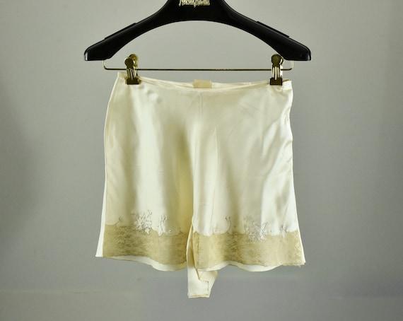 1920/30s  Ivory  Silk Satin Tap Pants / Unworn - T