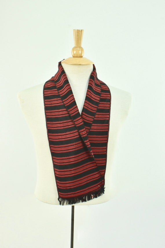 1930/40s Men's Woven Silk  Coat Scarf in Red & Bl… - image 2