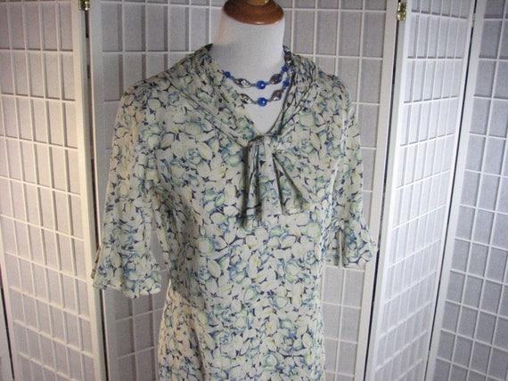 1920/30s  Floral Dress ..... FABULOUS FABRIC.....