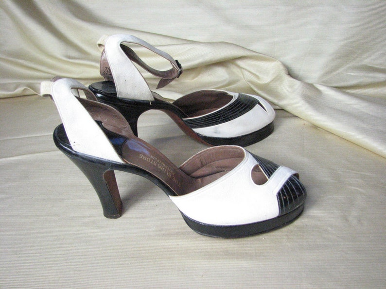 8b61b5d0de214 1940/50s White Suede& Black Leather Platform Heels with Ankle  Straps,,,,,,size 7 1/2 N
