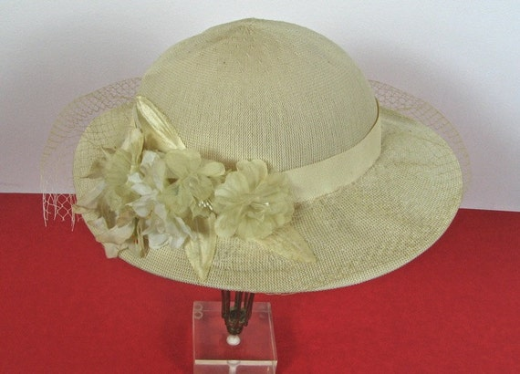 1930s Summer Floral Hat......size Small