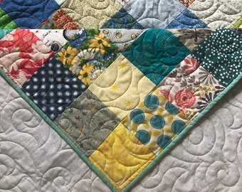 Spring Colors Queen Quilt, Queen Size Quilt- Traditional Quilt -Cotton Quilt - Patchwork Quilt for a Queen/King Bed