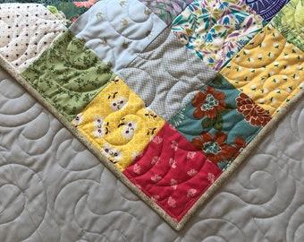 Queen Patchwork Quilt, Traditional Style Quilt, Spring Colors Quilt, Queen Patchwork Quilt, Bed Quilt, Queen Size Quilt