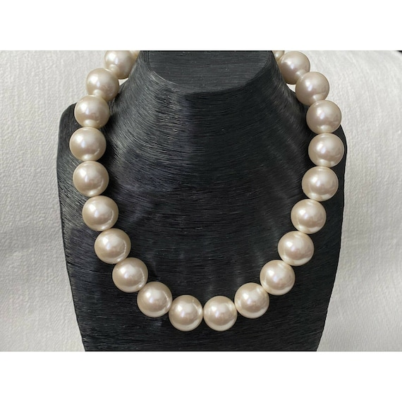 c1960s Large Chunky Faux-Pearl Necklace Statement Necklace