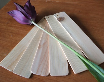 Wood bookmarks. Six blank bookmarks for you to personalize to your taste.