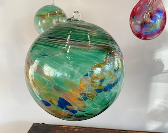 e00-62 Handblown Iridescent Extra Large Ornament Emerald