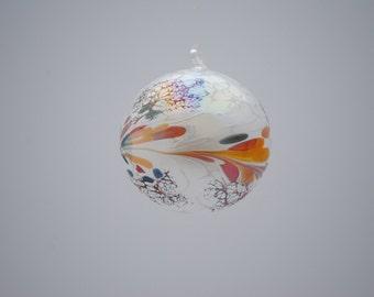 e00-62 Medium Iridescent Ornament White