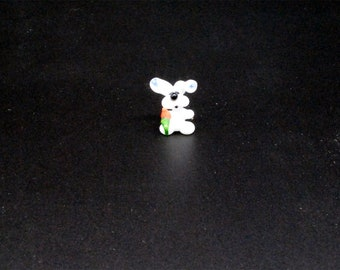 e30-00 Miniature Bunny with Carrot