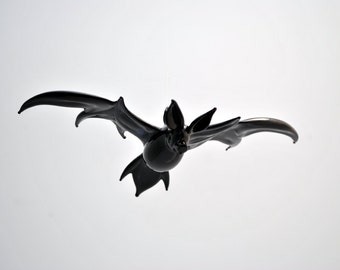 e36-206 Large Bat in Flight