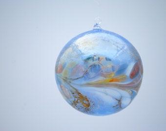 e00-63 Large Iridescent Ornament Light Blue