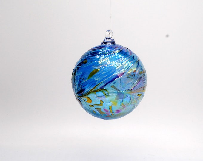 e00-62 Handblown Iridescent Ornament Aqua