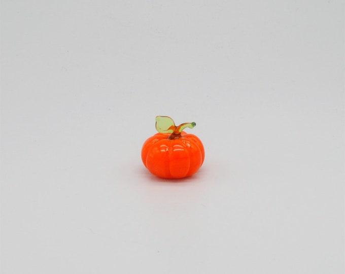e30-00 Miniature Pumpkin