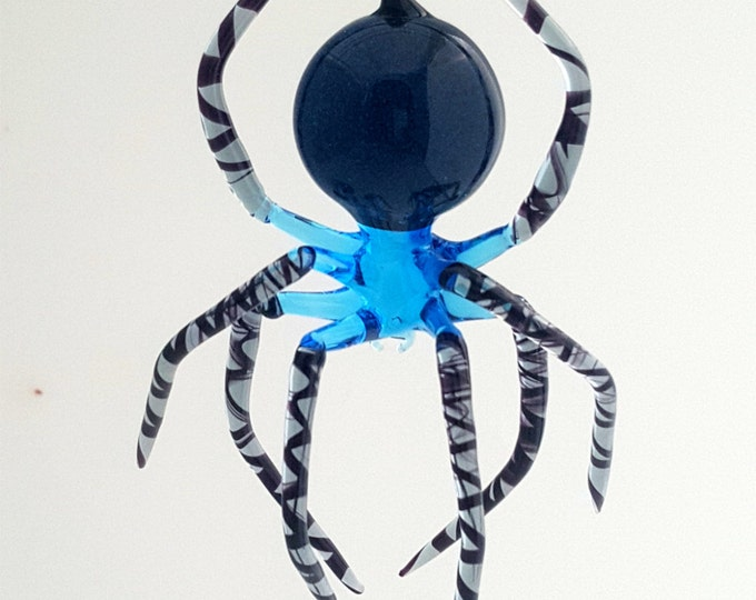 e30-21 Hanging Aqua Spider with striped legs and aventurine in abdomen