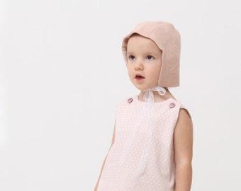 Baby girl bonnet Linen bonnet Baby sun bonnet Reversible bonnet with lace trim Toddler bonnet Baby sun hat