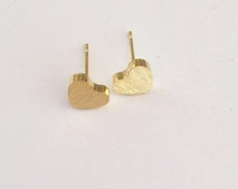 Heart studs, Heart earrings, Gold hearts, Tiny stud earrings, minimalist earrings, Dainty earrings,  Gift for her, Stocking filler