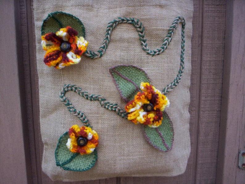 Fall burlap bagBurlap bagFall burlap bagHoliday bagHand made bagJute tote bagBurlap tote bagBurlap flower tote bagCrochet flower bag