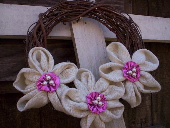 Shabby chic de Pâques Couronne/printemps perles Couronne/Pâques toile de jute fleur couronne/rustique blanc et rose Couronne/mères Couronne de fleurs de tissu jour