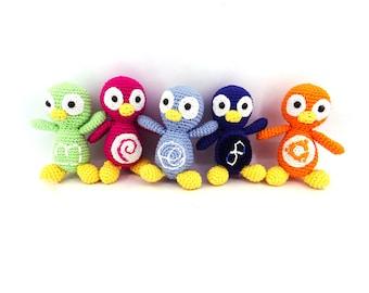 Penguin keychain cotton crocheted with logo Linux; Debian, Linux Mint, Fedora, Ubuntu, Gentoo, Elementary OS, Archlinux