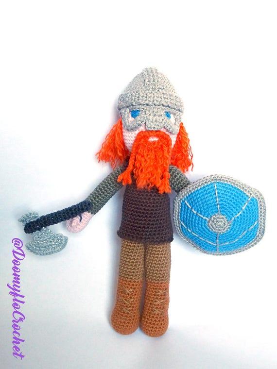 Viking-Puppe häkeln rote Krieger und Helm Figur Textilien aus