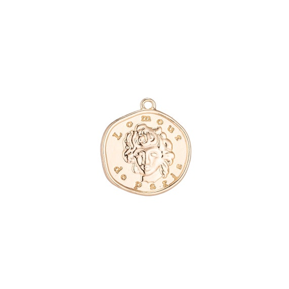 Pendant plated gold Main De Lamour white.