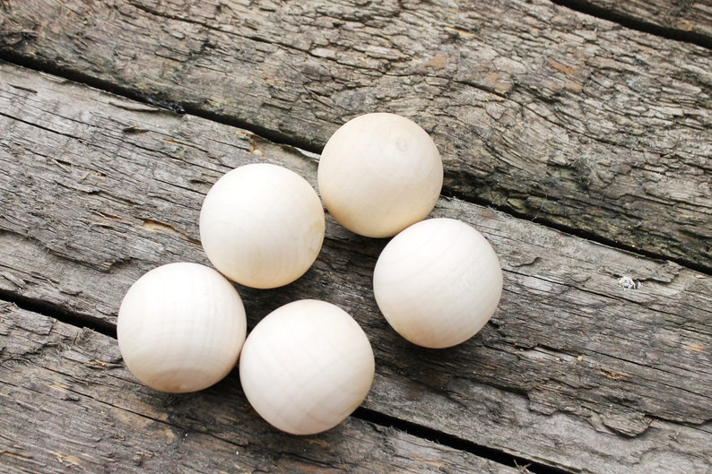 natural eco friendly r35mm 35 mm Wooden round beads 25 pcs  without hole