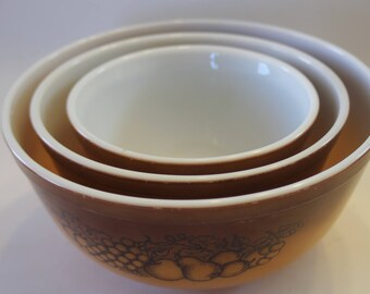 Items similar to Pyrex Old Orchard Mixing Bowls 401, 402 and 403 ...
