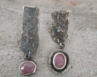 Asymmetric recycled silver earrings with pink sapphire