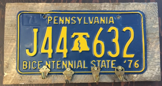 Vintage Pennsylvania Bicentennial 1976 License Plate Key Holder Folk Art