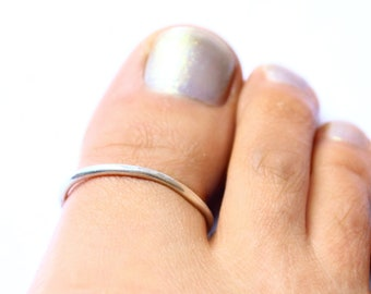 Big Toe Ring in Hammered 925 Sterling Silver