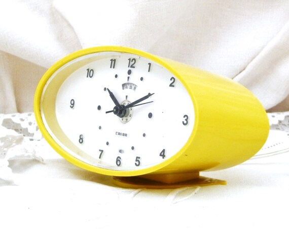 Working Vintage Mid Century French Calor Yellow Electrical Alarm Clock, European Retro Interior, 60s Home Office Decor, Bedroom,Time Piece