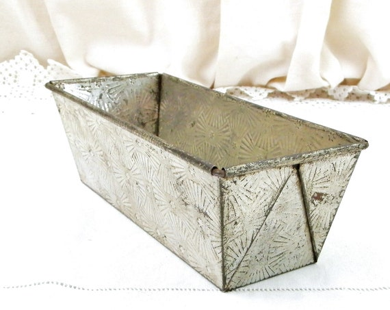Vintage French Textured Metal Cake Pan, Retro Baking Loaf Mold with Patterned Surface, Shabby Chic Country Cottage Kitchen Dcor