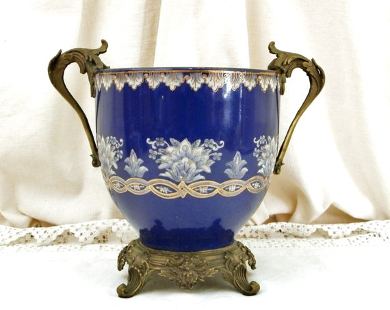 Antique Victorian 19th Century Royal Blue Doulton Style Ceramic Urn with Bronze Base and Side Handles, Decorated with Gold and White Pattern