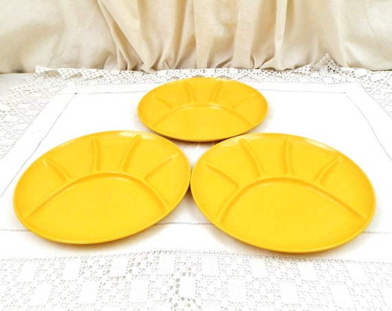 1 Vintage French 1970s Bright Yellow Melamine Divided Plate Made in France by Coraline, Retro 70s Raclette Dinnerware, Kitchenware