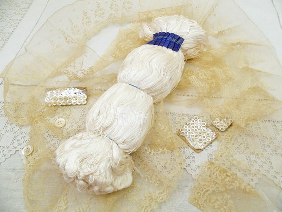 1 Antique French New Old Stock 69 yards / 63 Meters Skein of White Embroidery Yarn DMC Dollfus Mieg, Retro Neddlecraft Thread from France