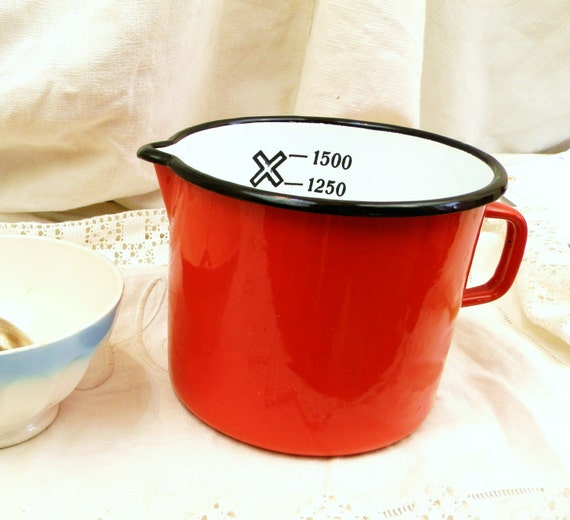 Excellent Condition Vintage French Red Enamelware Milk Pitcher Jug 1.5 Liters / 0.4 Gallon, French Country Decor, Kitchenelia / Kitchenware