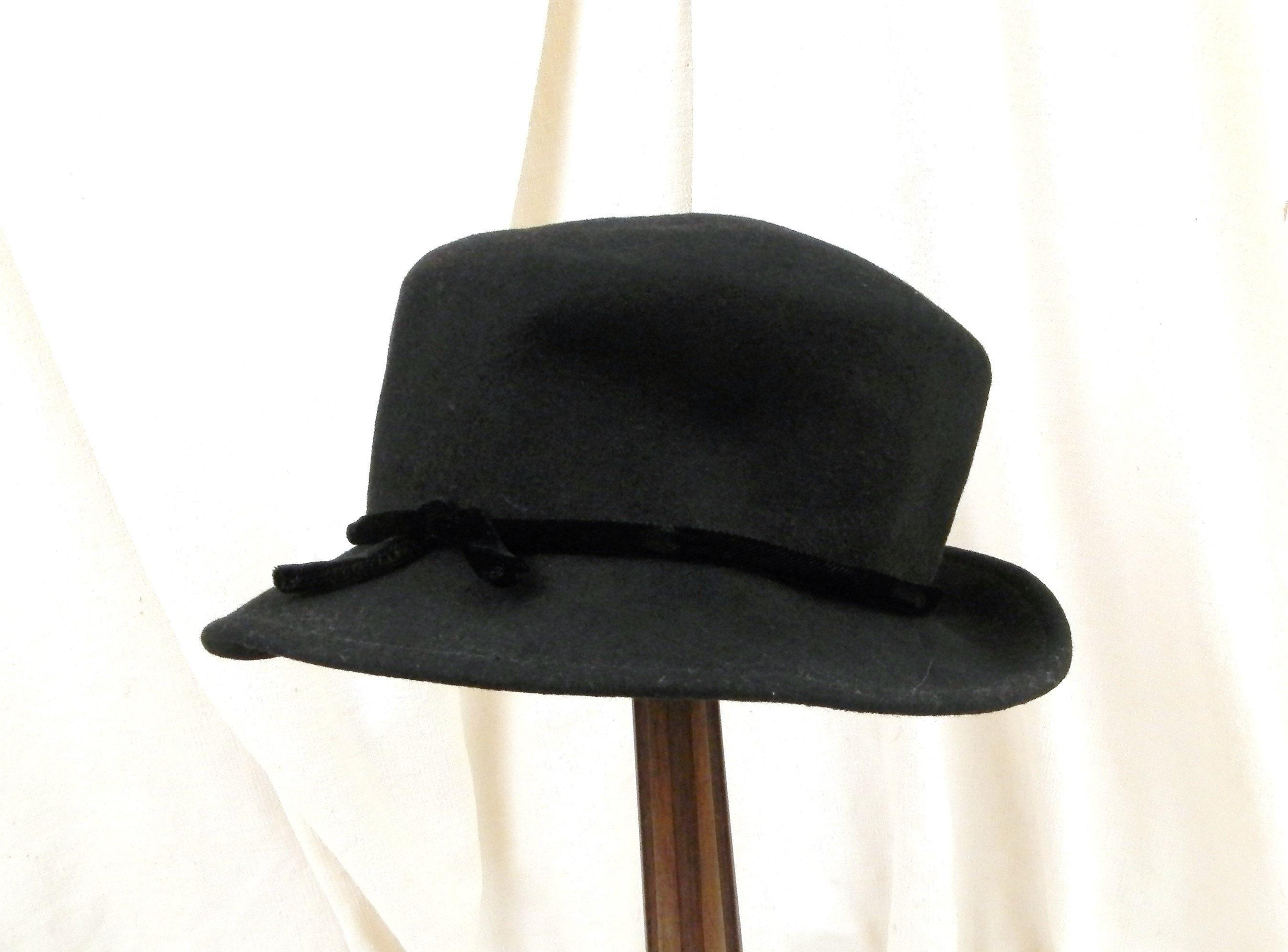 d5bb4d877b39f Vintage French Black Felt Cloche Hat with Satin Ribbon
