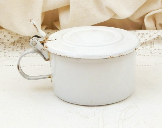 Vintage White Enamel lidded Cup with Handle, Enamelware Drinking Vessel in Excellent Condition with lid, Metal Cup for Gamping and Camping
