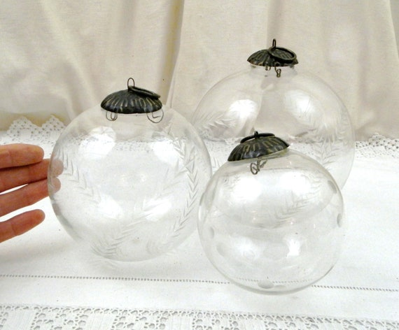 Set of 3 Large Vintage Engraved Clear Glass Christmas Babbles for Tree Decorating, Retro Xmas Hanging Ornamental Transparent Balls