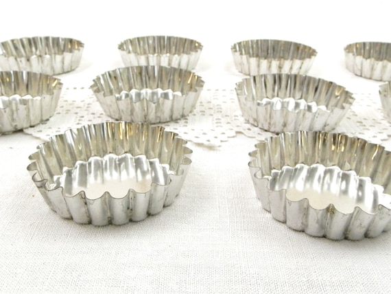 10 Vintage Small Round Metal Tartlet Pans from France, Set of Retro French Bakeware Molds, Quiche Oven Mould, Baking Kitchen Accessories